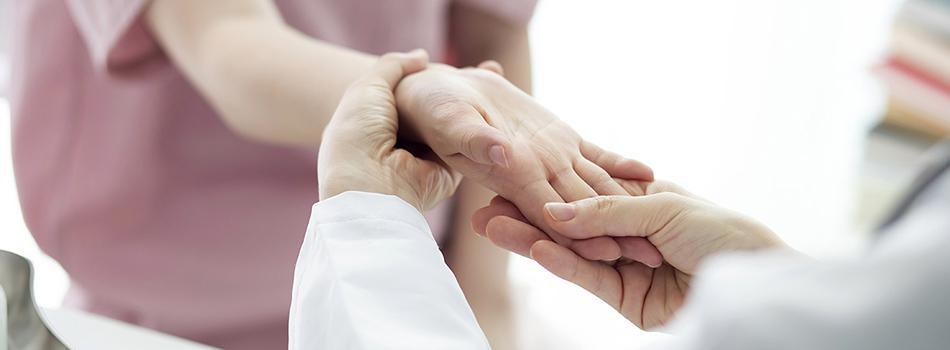 Older Patient experiencing Carpal Tunnel pain