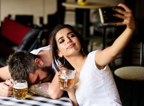 couple drinking beers