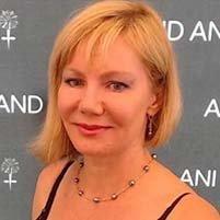 Dr. Roxana  Kerns