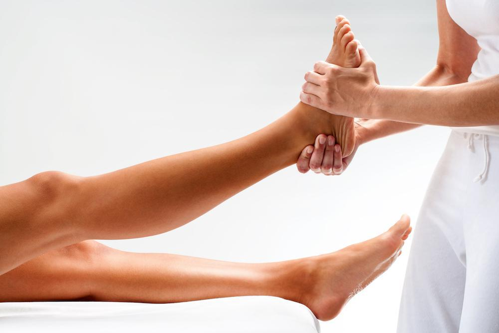 Did You Know That Flat Feet Can Cause Back, Hip, and Knee Pain?