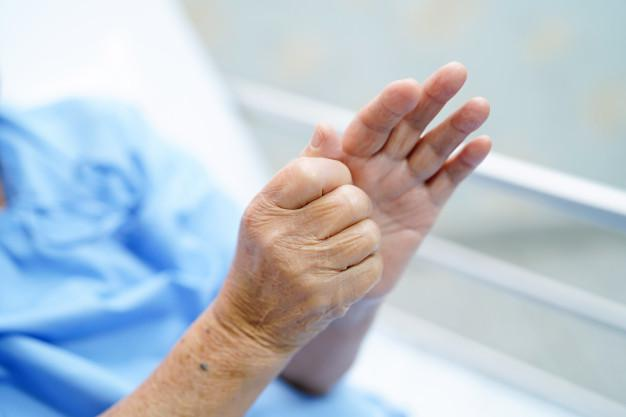 Parkinson's disease, symptoms of Parkinson's disease, reasons for trembling hands