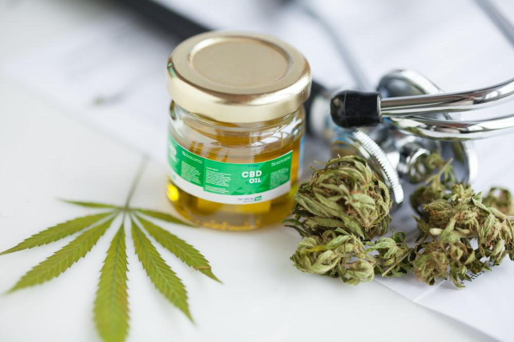 At The Rose Center For Integrative Health in Chicago, Glenn Harrison, MD, and our team use a combination of THC and CBD to tr