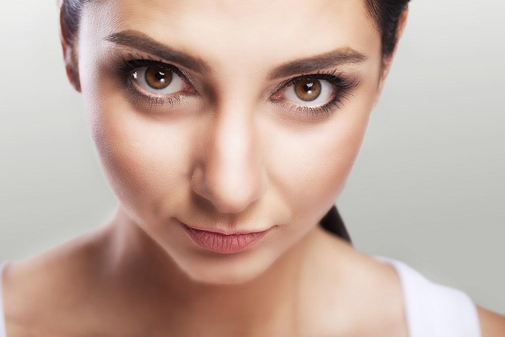 Women with prominent eyes