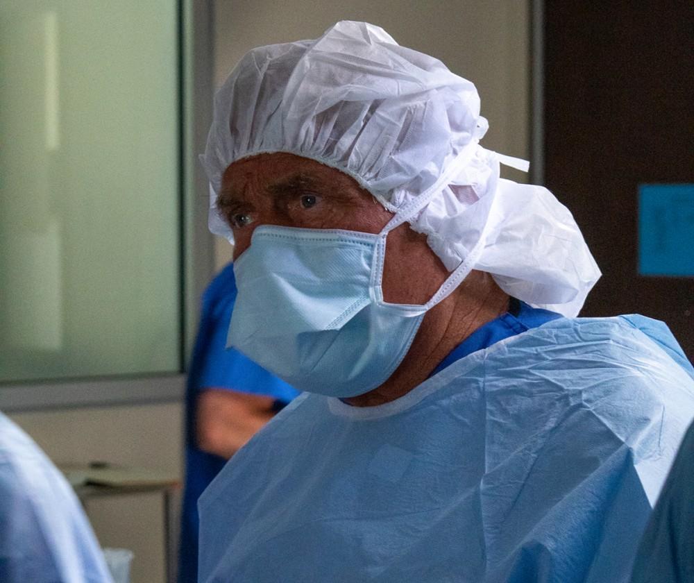 Orthopedic Surgeon, Dr. Burton Elrod, Completing Knee Surgery