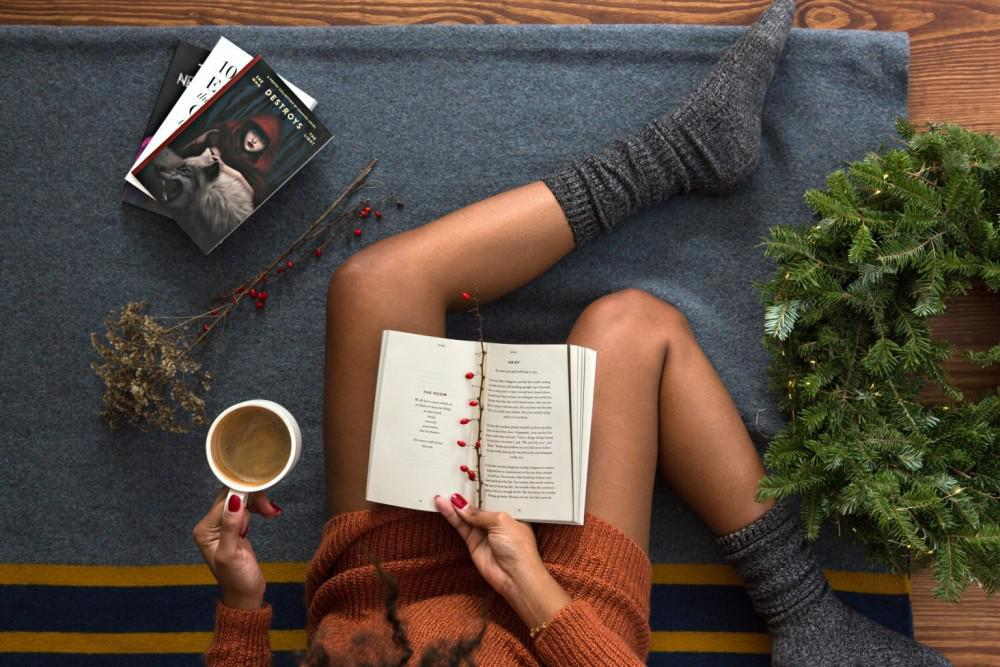 Women reading a book and drinking coffee