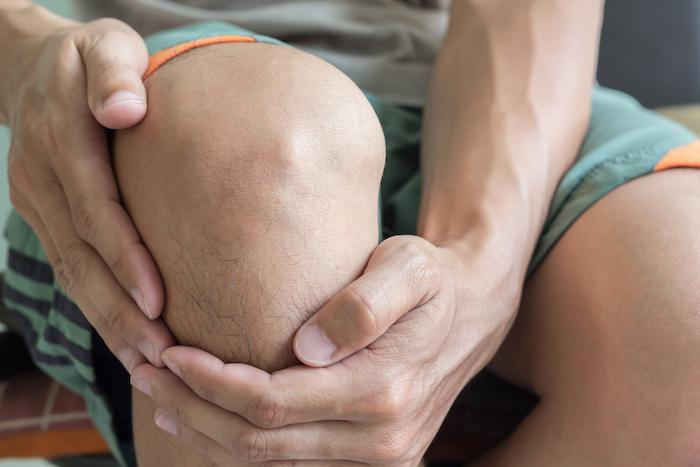 Bad Habits That Are Making Your Knee Pain Worse