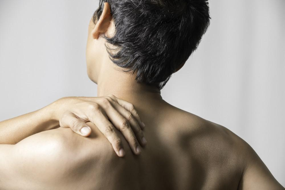 Shoulder Pain Without Injury: 5 Common Causes